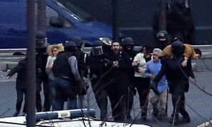 French special forces evacuate hostages