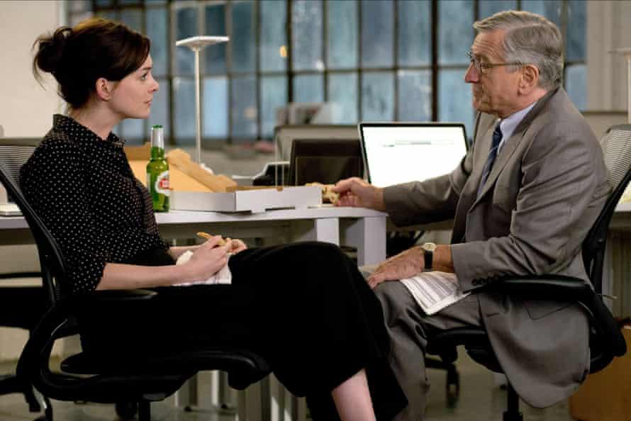 Anne Hathaway & Robert De Niroin The Intern.