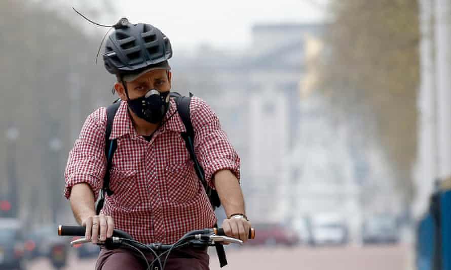 A cyclist wears a mask amid heavy smog in London.