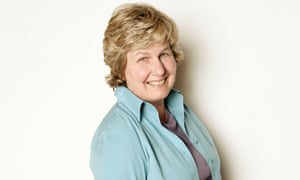 Sandi Toksvig is to take over from Stephen Fry as host of the BBC's QI.