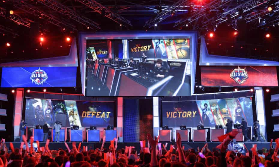 """Visitors cheer for international teams during the tournament of the computer game """"League of Legends"""" on May 8, 2014 in Paris."""