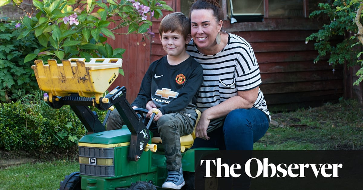 The want-to-work mothers trapped at home by prohibitive cost