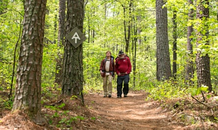 Robert Redford as Bill Bryson and Nick Nolte as Stephen Katz hiking the Appalachian Trail in