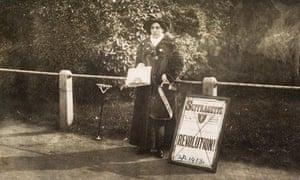 Princess Sophia Duleep Singh selling 'The Suffragette' newspaper outside Hampton Court in April 1913