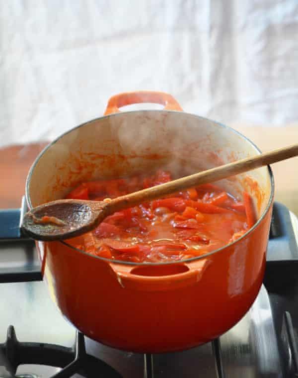 A pan of peperonata