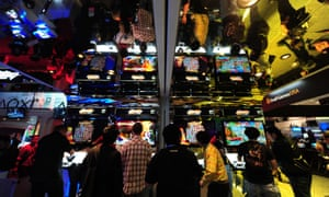 Attendees try out the latest games at E3 in Los Angeles