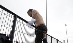 Xavier Broseta, shirtless