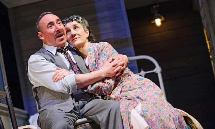 Harriet Walter (Linda Loman) and Antony Sher (Willy Loman) in Death Of A Salesman by Arthur Miller @ Royal Shakespeare Theatre, Stratford-Upon-Avon. An RSC production. Directed by Gregory Doran(Opening 1-04-15)