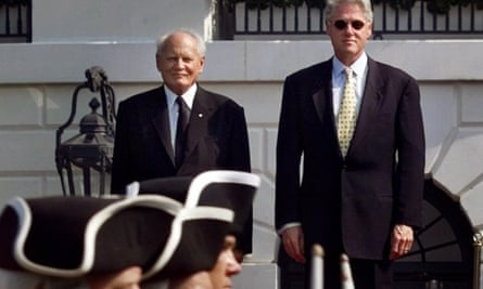 Árpád Göncz, left, with Bill Clinton at the White House during a state visit to Washington in 1999.