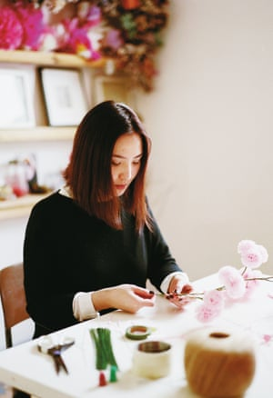 Karen Hsu of Pom Pom Factory making paper pompoms in Shoreditch
