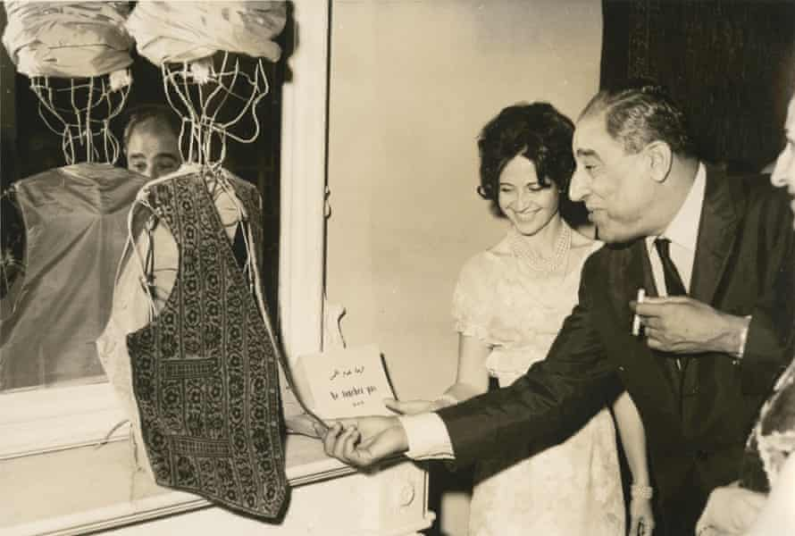 Lady Cochrane Sursock with visitor to an exhibition of oriental carpets, 1963