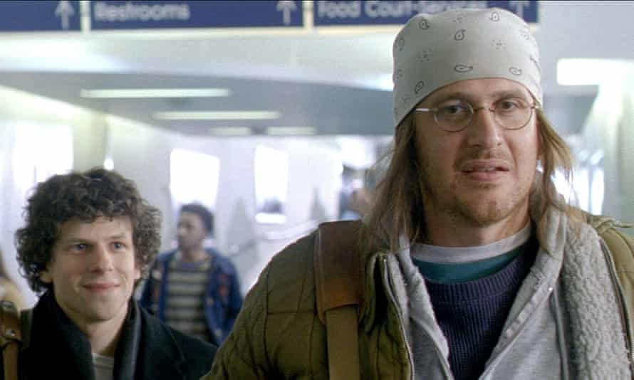 Jesse Eisenberg and Jason Segel (as DFW) in The End of the Tour