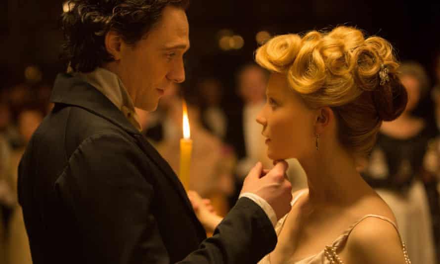 Hiddleston with Mia Wasikowska in Crimson Peak.