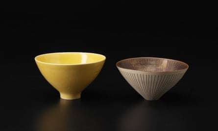Bowls by Lucie Rie exhibited at Galerie Besson.