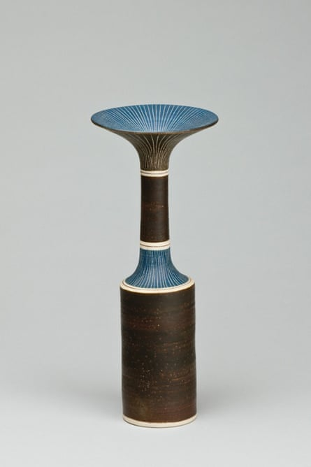 A bottle by Lucie Rie exhibited at Galerie Besson.