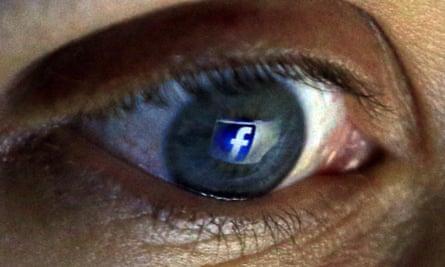 Facebook has been ordered to stop tracking non-members in Belgium.