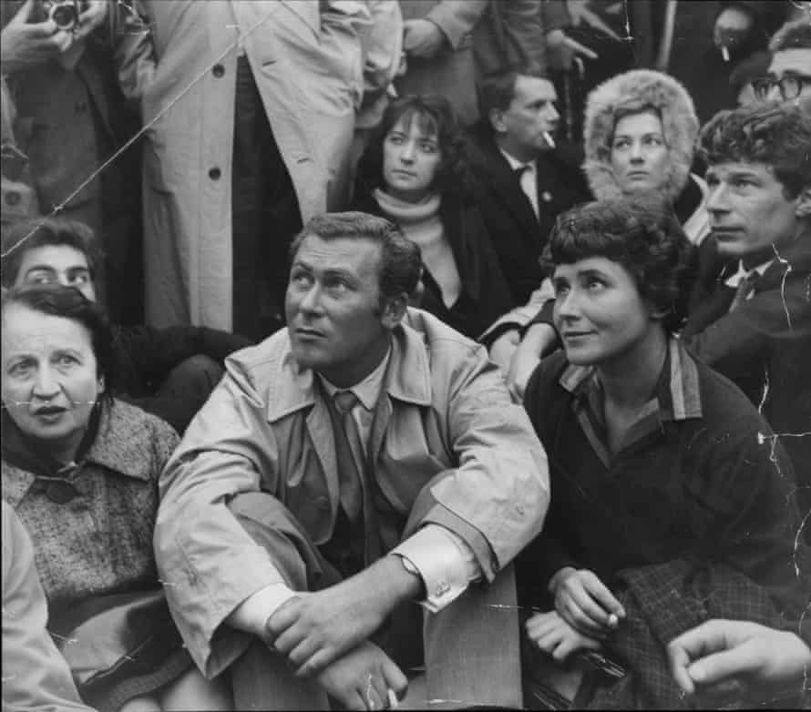 Lessing (front right) with John Osborne (left), John Berger (behind Lessing) and Vanessa Redgrave (in fur hat) in 1961.