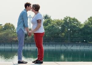 lesbans making love