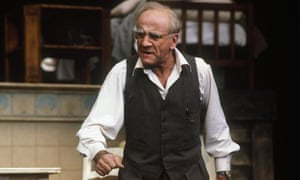 Warren Mitchell as Willy Loman in Death of a Salesman.