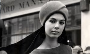 Model Linda Keith in a helmet-style hat with scarf, 1963.