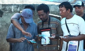 Fishermen from Ampenan village in Lombok, Indonesia, try out their new mFish phone packs