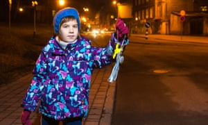 By law, pedestrians must wear reflectors in Tartu.