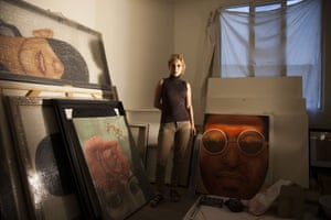 The back room of Samira Eskandarfar's apartment in central Tehran is a messy studio where she spends hours working with oil on large canvasses. The faces she paints seem aimed at expressing sadness or distress. But the product of this inner struggle are images of people with a sense of calm and resignation.