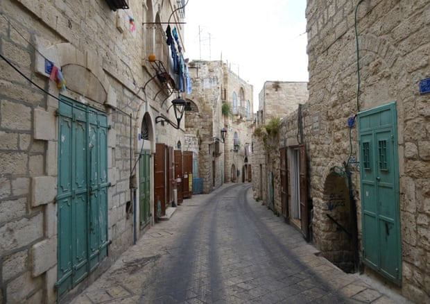 Help forming an essay topic about Palestine?