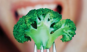 Broccoli is a good natural source of antioxidants.