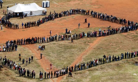 South Africans queueing to vote in democratic elections.