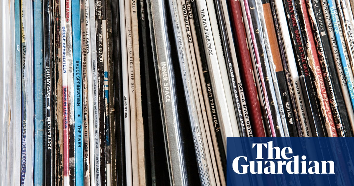 From vinyl records to toys: the return of analogue products
