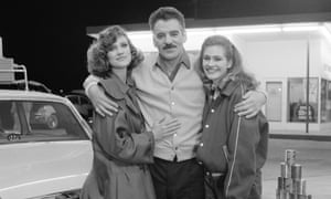 Knight of cops: Dennis Farina with co-stars Hanna Cox and Julia Roberts in Crime Story.