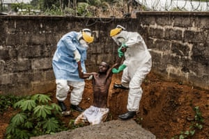 Ebola in Sierra Leone by Pete Muller. 1st prize in the General News Stories category.