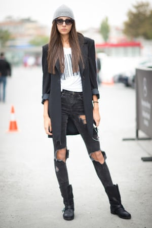 Black jeans with rips. A strong street style look.