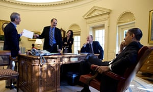 David Axelrod (standing, centre) in the Oval Office with Barack Obama in 2009.