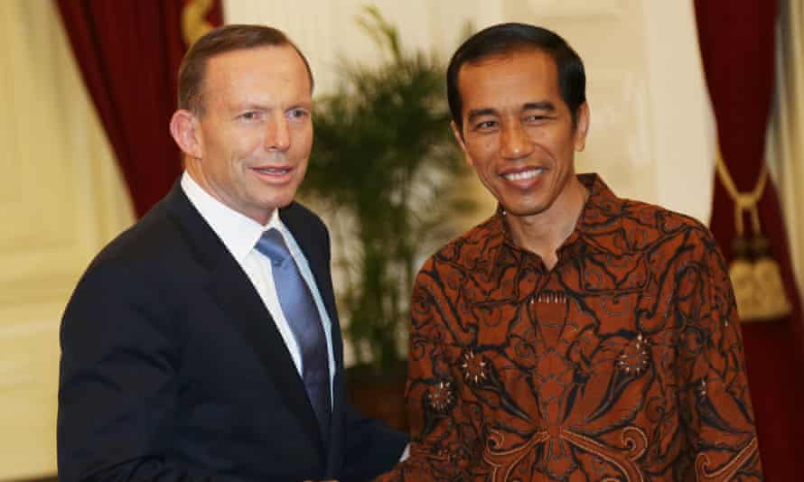 Indonesia's President Joko Widodo, meets with Australian Prime Minister Tony Abbott, left, at the presidential palace in Jakarta, Indonesia, Monday, Oct. 20, 2014.
