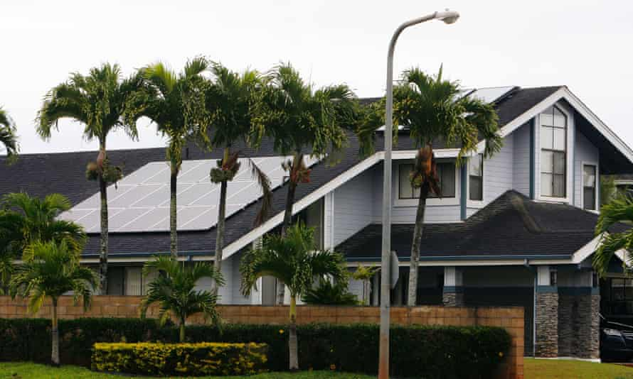 Houses with solar panels in the Mililani neighbourhood on Oahu, Hawaii