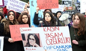 Women protesting about the murder of Ozgecan Aslan