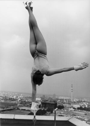 <strong>Sylvia Teron on the the roof of a skyscraper in Hamburg, 1950</strong>