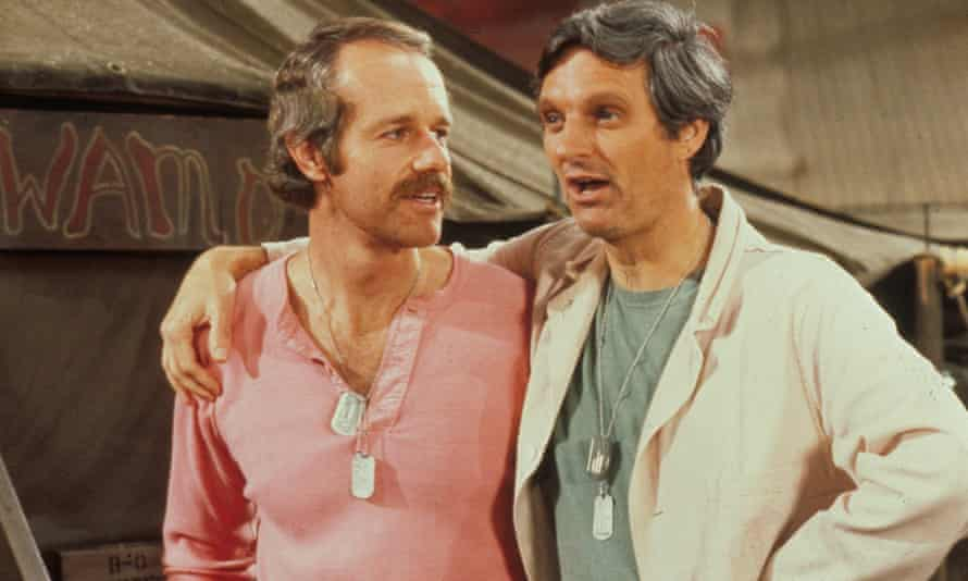 Alan Alda (right) and Mike Farrell in MASH in 1975