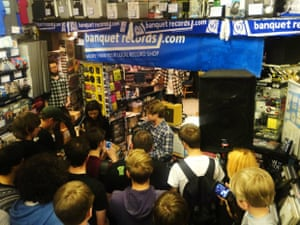 blood red shoes playing at banquet records