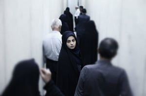 Cars, drugs and virginity tests dominate Iranian film festival