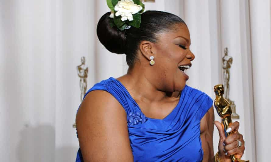 Mo'nique with her Oscar in 2010.