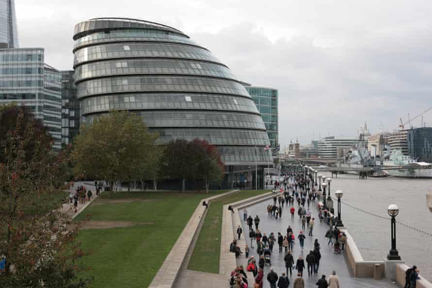 Thames Path walk - City Hall.