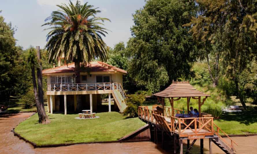 A riverside restaurant near Tigre.