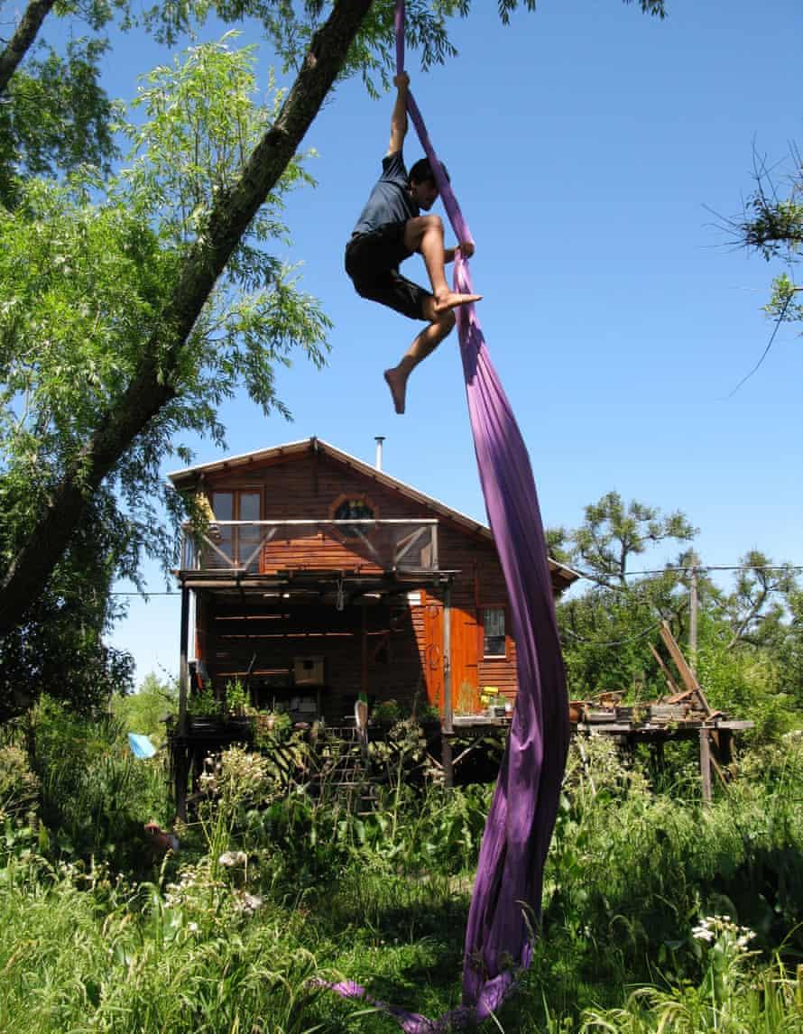 Aerial acrobatics near Isla Escondida.
