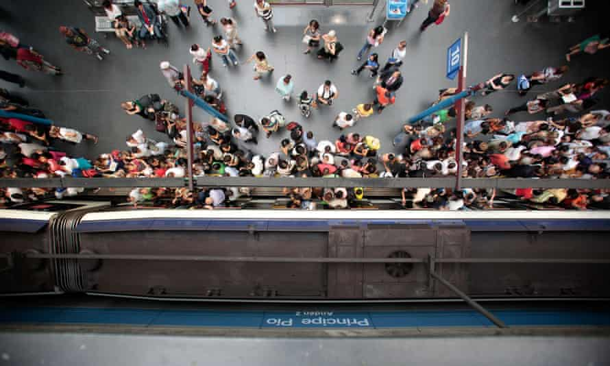 Aerial view of people boarding the metro in Madrid.