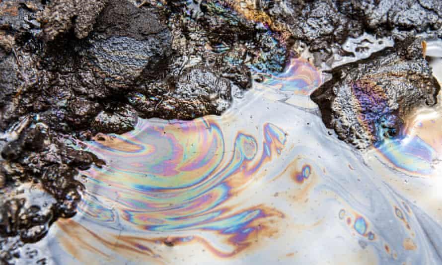 Tar sands oil