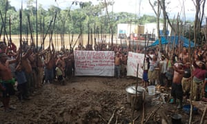Kichwas protesting in the northern Peruvian Amazon following more than 40 years of oil operations in their territories.