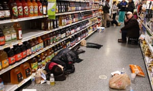People take refuge in an Atlanta grocery store after being stranded by the snowstorm of January 2014.